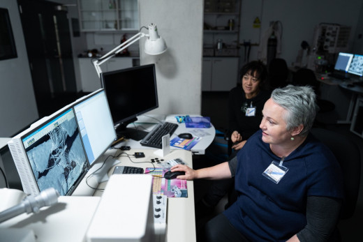 Dr Catherine Smith foreground and Hokimate Harwood in the SEM imaging suite at the British Museum London. Adam Rowley